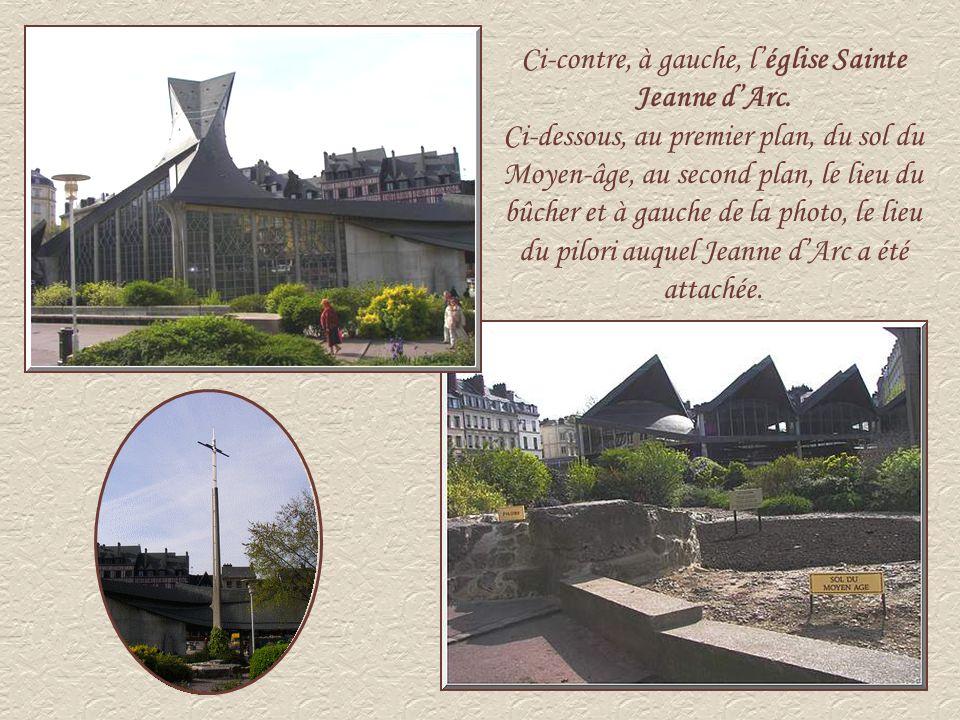 LHôtel de Ville Les édiles se sont installés en 1800 dans lancien dortoir des moines du XVIIIème siècle.
