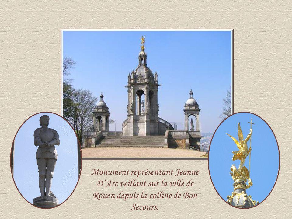 Monument représentant Jeanne DArc veillant sur la ville de Rouen depuis la colline de Bon Secours.