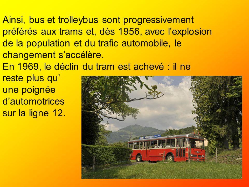 Ainsi, bus et trolleybus sont progressivement préférés aux trams et, dès 1956, avec lexplosion de la population et du trafic automobile, le changement