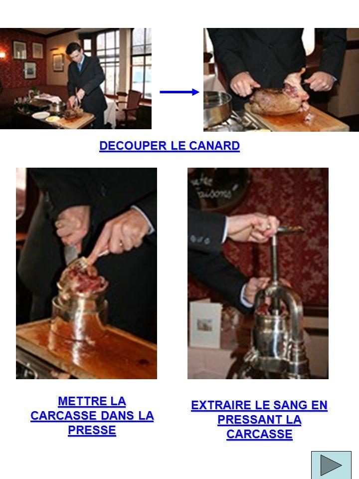 DECOUPER LE CANARD METTRE LA CARCASSE DANS LA PRESSE EXTRAIRE LE SANG EN PRESSANT LA CARCASSE