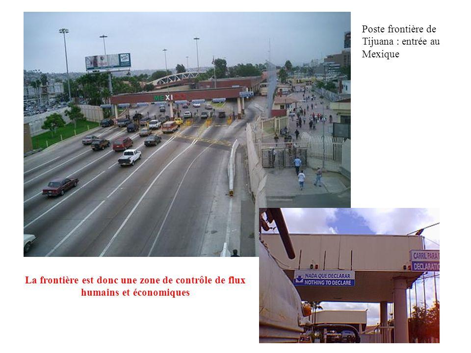 La frontière se matérialise par une ligne et des points de passage ou postes frontières