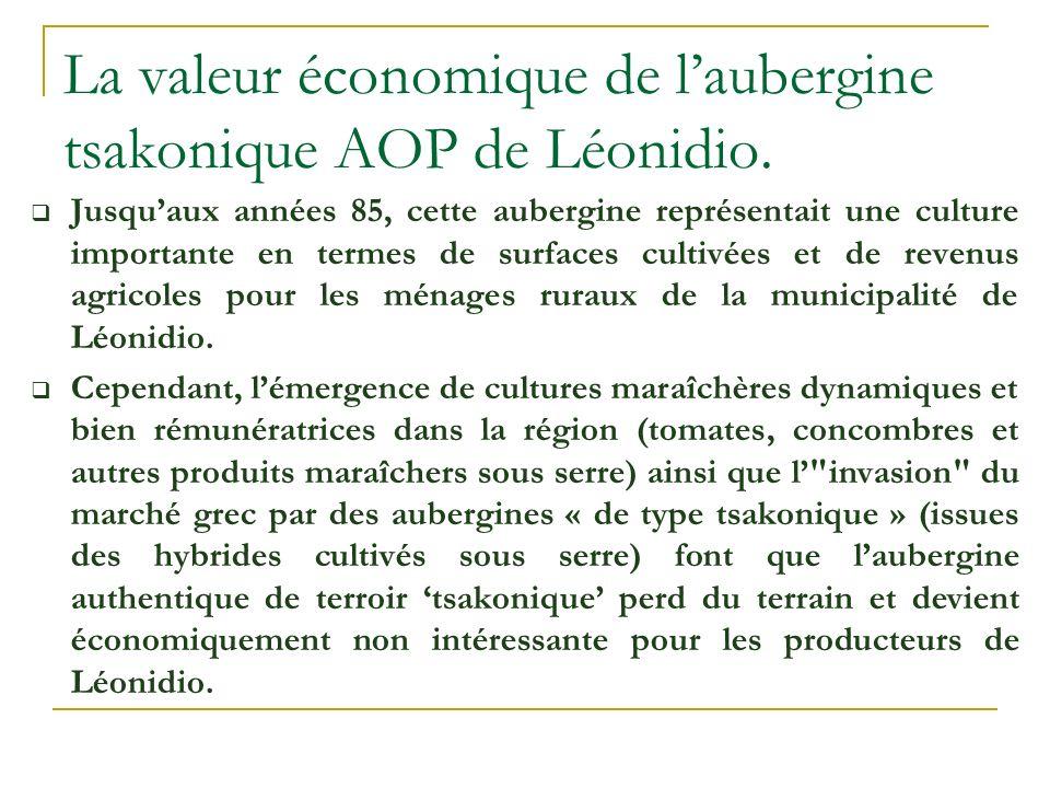 La production de l aubergine locale est essentiellement écoulée - parmi dautres produits maraîchers de la région- par de grossistes et intermédiaires dans le marché central de fruits et légumes dAthènes sans accord de prix à lavance et sans étiquetage de certification AOP.