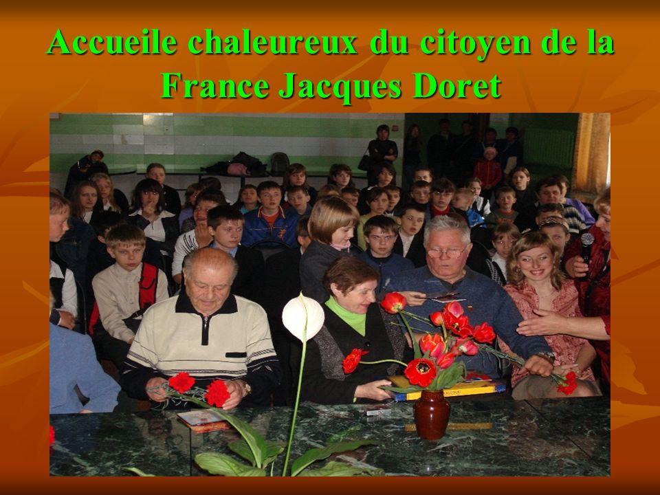 Accueile chaleureux du citoyen de la France Jacques Doret