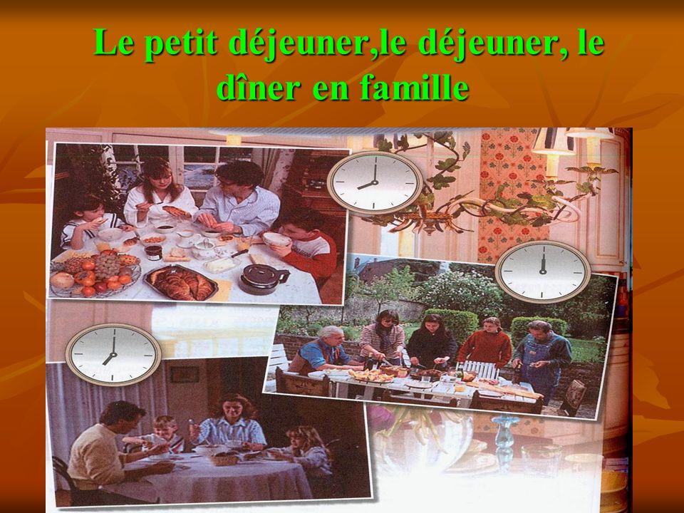 Le petit déjeuner,le déjeuner, le dîner en famille Le petit déjeuner,le déjeuner, le dîner en famille
