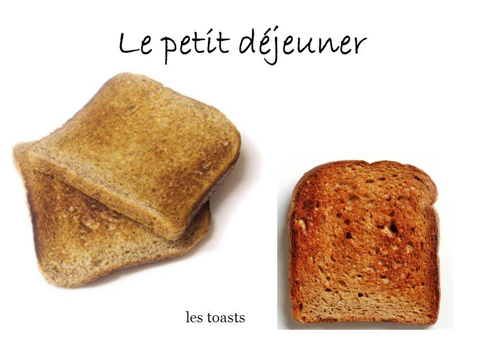 Le petit déjeuner les toasts