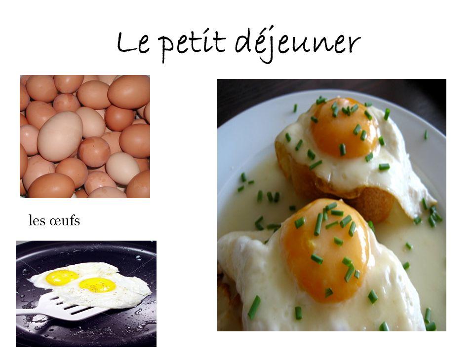 Le petit déjeuner les œufs