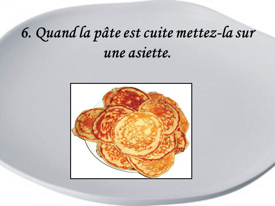 6. Quand la pâte est cuite mettez-la sur une asiette.