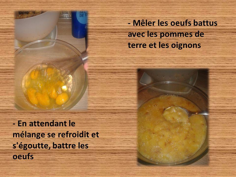 - En attendant le mélange se refroidit et s égoutte, battre les oeufs - Mêler les oeufs battus avec les pommes de terre et les oignons