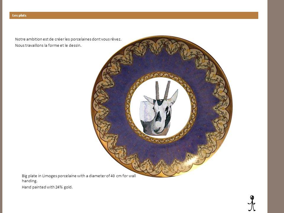 Les plats Notre ambition est de créer les porcelaines dont vous rêvez. Nous travaillons la forme et le dessin. Big plate in Limoges porcelaine with a