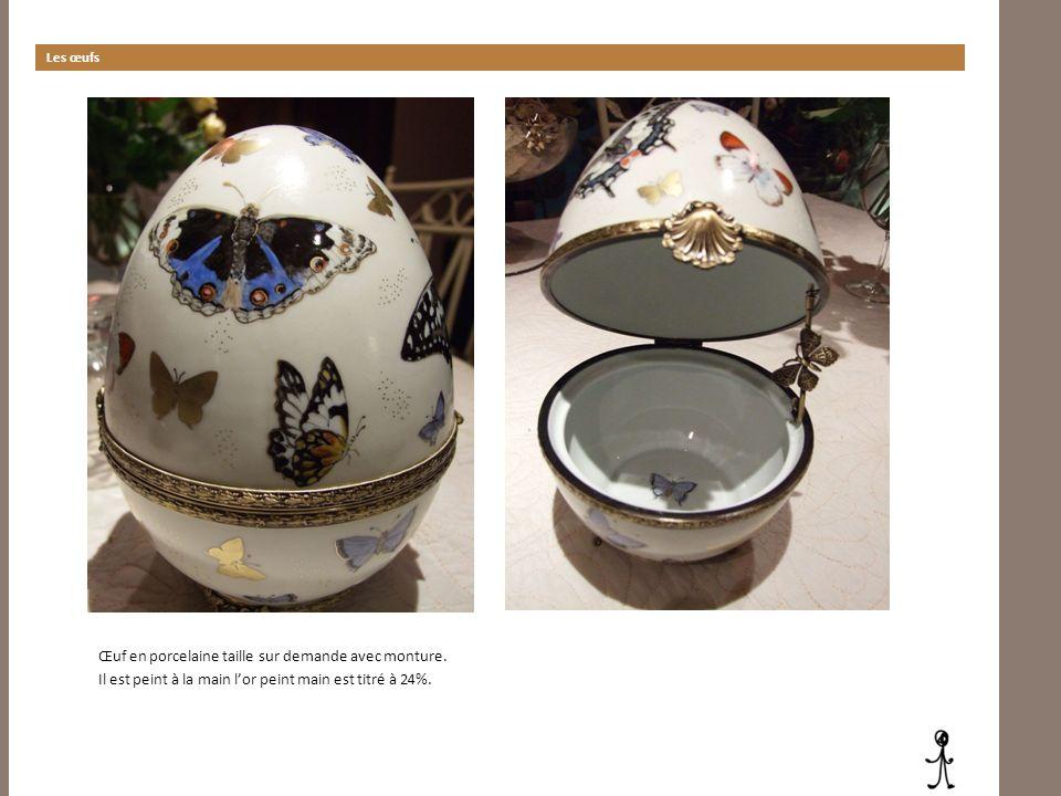 Les œufs Œuf en porcelaine taille sur demande avec monture. Il est peint à la main lor peint main est titré à 24%.
