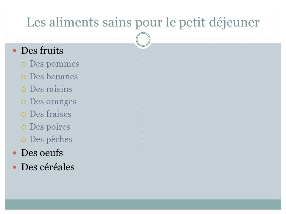 Les aliments sains pour le petit déjeuner Des fruits Des pommes Des bananes Des raisins Des oranges Des fraises Des poires Des pêches Des oeufs Des céréales