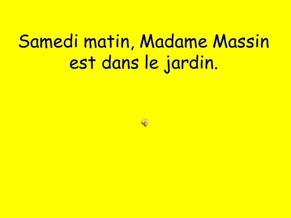 Samedi matin, Madame Massin est dans le jardin.