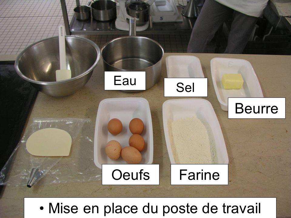 Sous laction de la chaleur les œufs coagulent et associés à la farine, forment une carapace étanche.