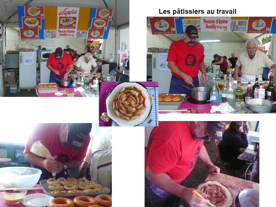 Les pâtissiers au travail