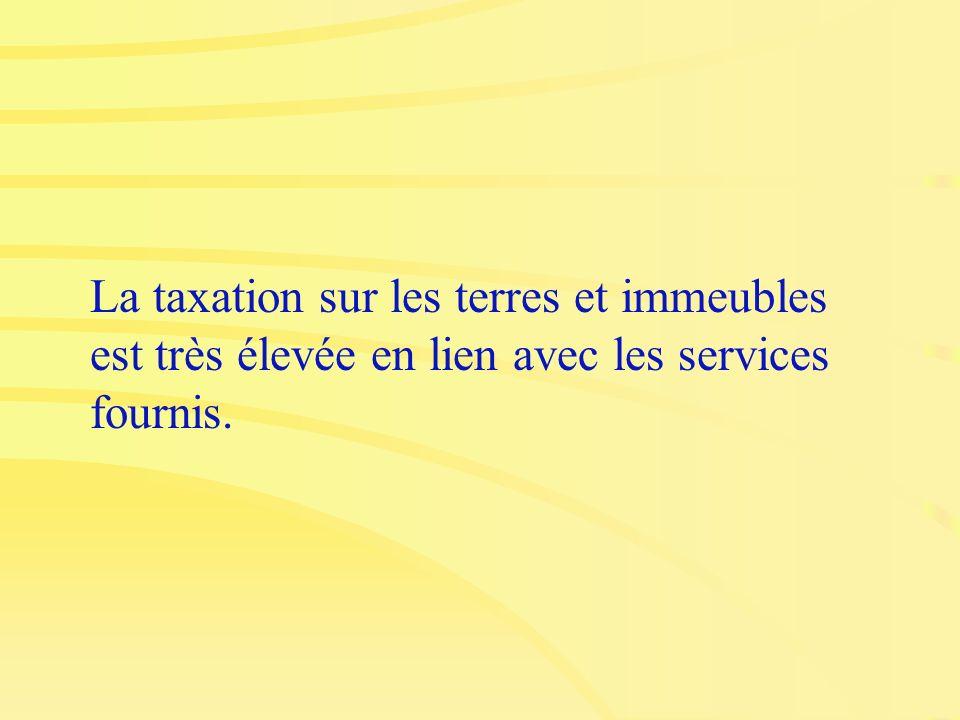 La taxation sur les terres et immeubles est très élevée en lien avec les services fournis.