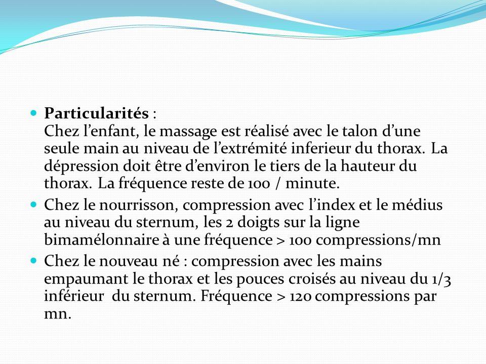 Particularités : Chez lenfant, le massage est réalisé avec le talon dune seule main au niveau de lextrémité inferieur du thorax. La dépression doit êt