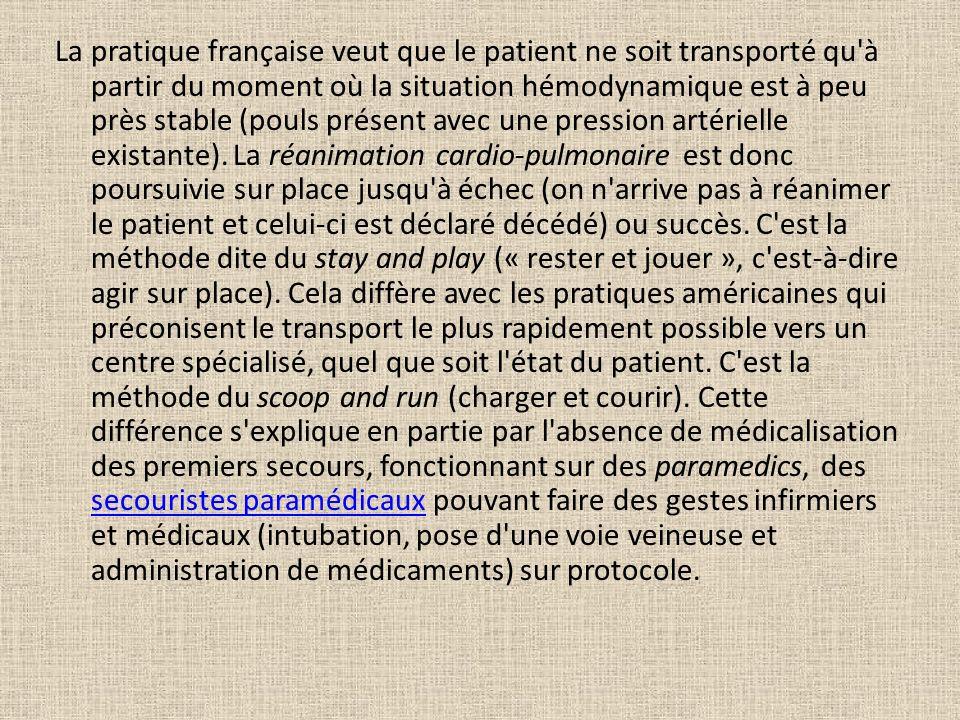 La pratique française veut que le patient ne soit transporté qu à partir du moment où la situation hémodynamique est à peu près stable (pouls présent avec une pression artérielle existante).