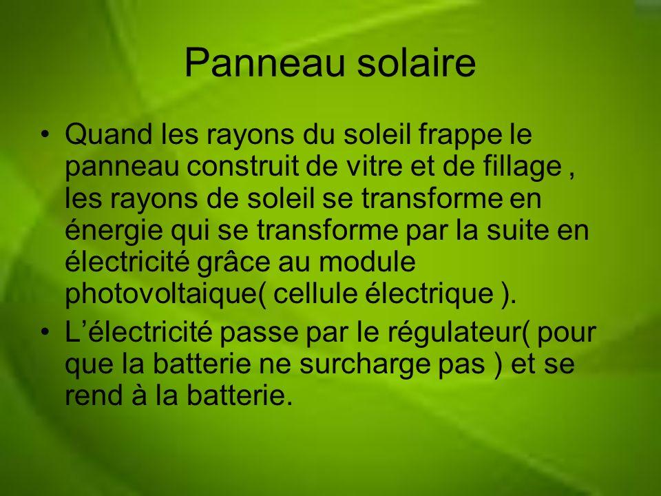 Panneau solaire Quand les rayons du soleil frappe le panneau construit de vitre et de fillage, les rayons de soleil se transforme en énergie qui se tr