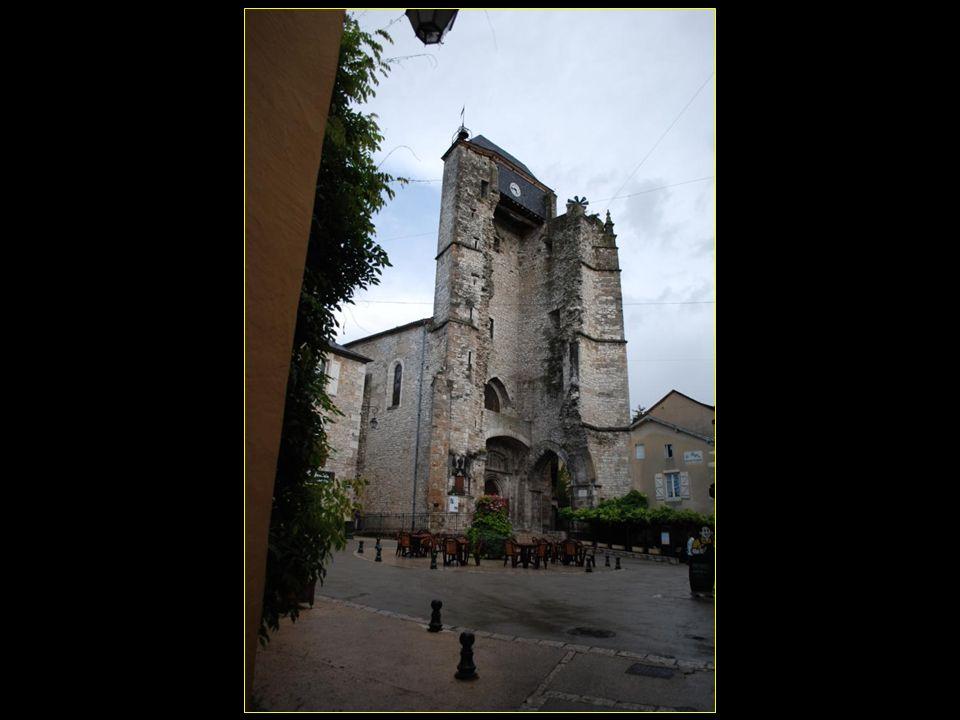 Place Saint-Martin et ancienne église avec conversion du clocher en beffroi
