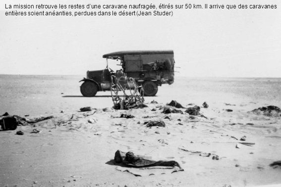 La mission retrouve les restes dune caravane naufragée, étirés sur 50 km. Il arrive que des caravanes entières soient anéanties, perdues dans le déser