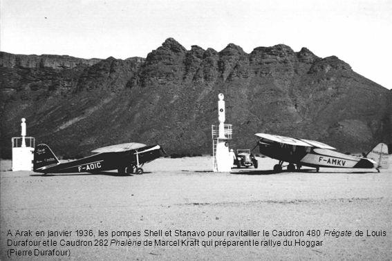 A Arak en janvier 1936, les pompes Shell et Stanavo pour ravitailler le Caudron 480 Frégate de Louis Durafour et le Caudron 282 Phalène de Marcel Kraf
