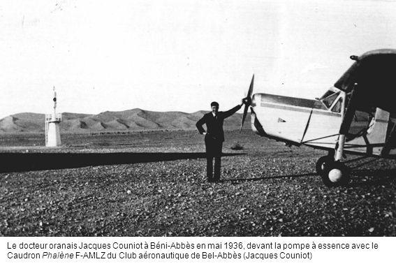 Le docteur oranais Jacques Couniot à Béni-Abbès en mai 1936, devant la pompe à essence avec le Caudron Phalène F-AMLZ du Club aéronautique de Bel-Abbè