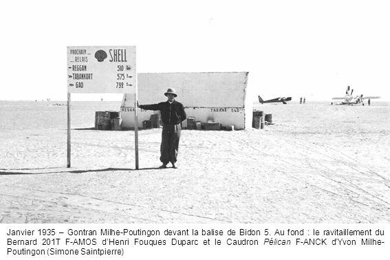 Janvier 1935 – Gontran Milhe-Poutingon devant la balise de Bidon 5. Au fond : le ravitaillement du Bernard 201T F-AMOS dHenri Fouques Duparc et le Cau
