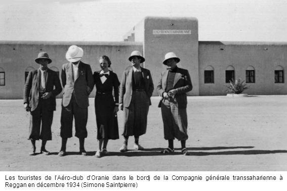 Les touristes de lAéro-club dOranie dans le bordj de la Compagnie générale transsaharienne à Reggan en décembre 1934 (Simone Saintpierre)
