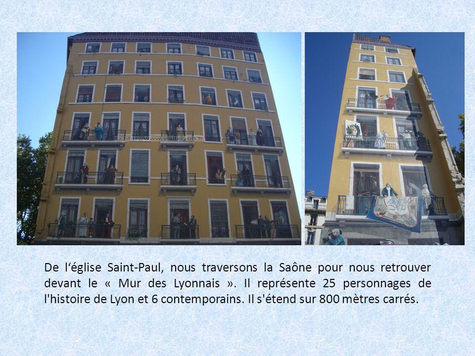 De léglise Saint-Paul, nous traversons la Saône pour nous retrouver devant le « Mur des Lyonnais ».