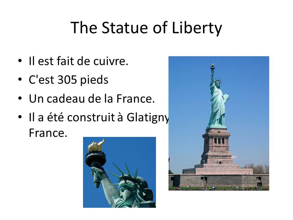 The Statue of Liberty Il est fait de cuivre. C'est 305 pieds Un cadeau de la France. Il a été construit à Glatigny, France.