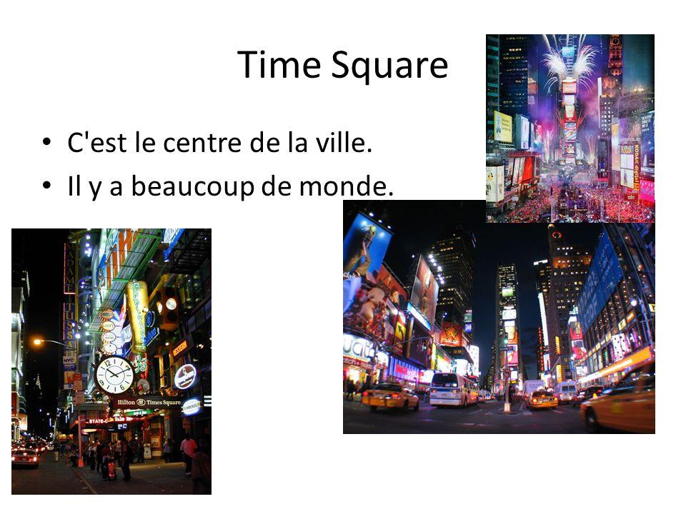 Time Square C'est le centre de la ville. Il y a beaucoup de monde.