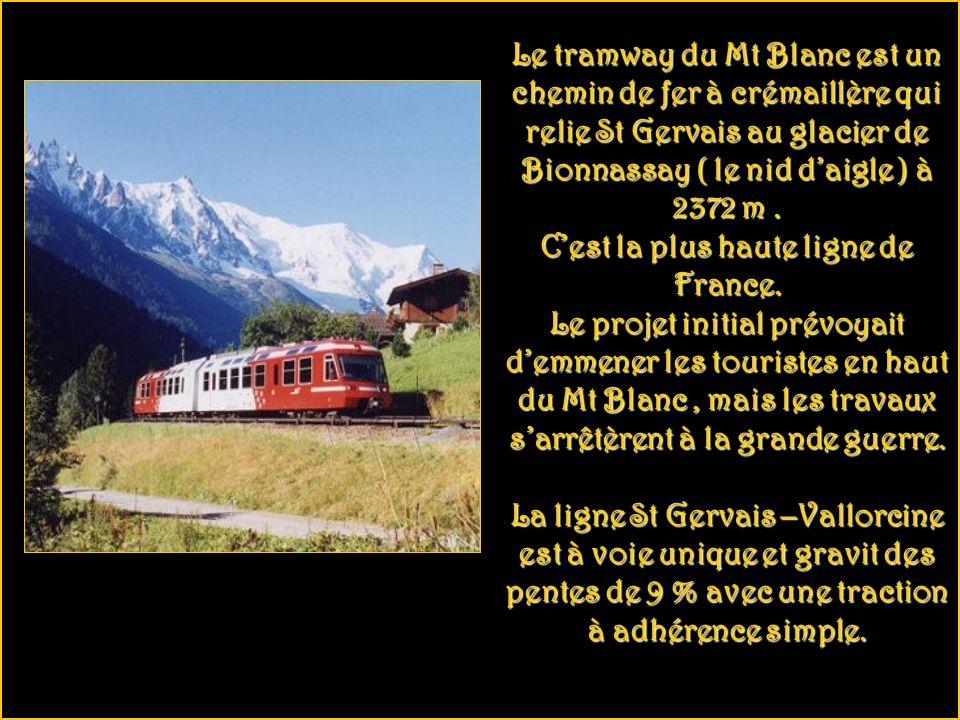 Le tramway du Mt Blanc est un chemin de fer à crémaillère qui relie St Gervais au glacier de Bionnassay ( le nid daigle ) à 2372 m.