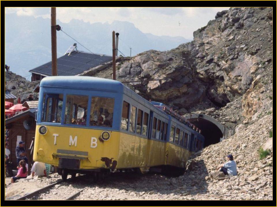 Le tramway du Mt Blanc est un chemin de fer à crémaillère qui relie St Gervais au glacier de Bionnassay ( le nid daigle ) à 2372 m. Cest la plus haute