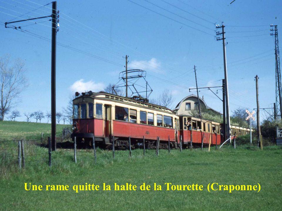 Croisement de 2 rames à la halte de la Patelière (Francheville – Bel Air)