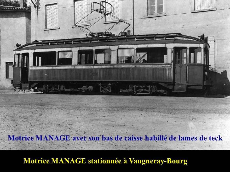 Une rame traverse les prés près du Tupinier Cliché: François COLLARDEAU - 28 mars 1954