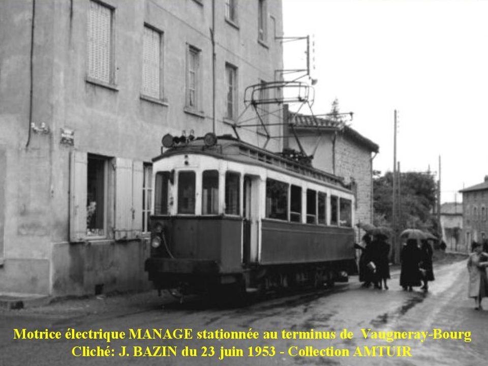 Motrice MANAGE stationnée à Vaugneray-Bourg Motrice MANAGE avec son bas de caisse habillé de lames de teck