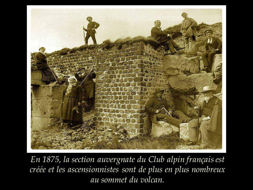 Vers 1870, les fouilles dans le temple de Mercure sont actives au sommet et lobservatoire nest pas encore construit.