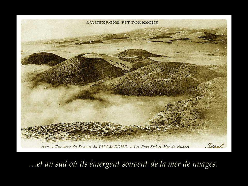 Pourquoi prendre le train du Puy de Dôme ? Pour la vue exceptionnelle sur les volcans de la Chaîne au nord…