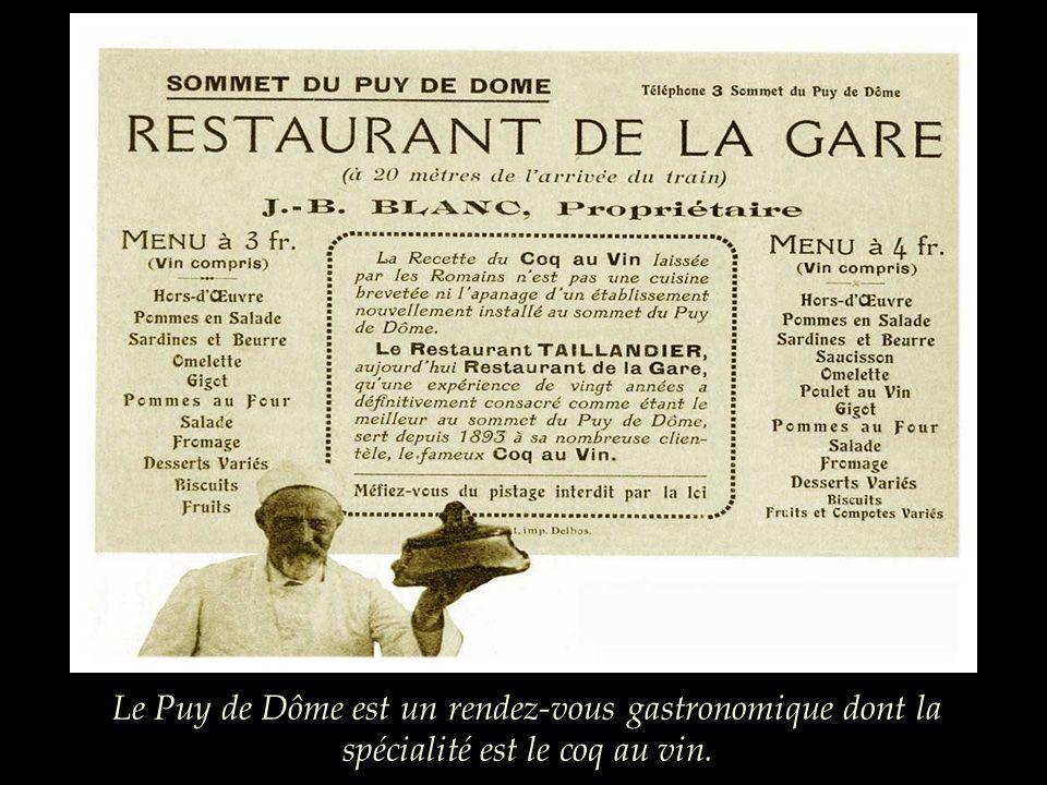 La première auberge Trouillard (le nom est authentique !) sagrandit très vite, dautres cafés et restaurants sinstallent dans une totale anarchie.