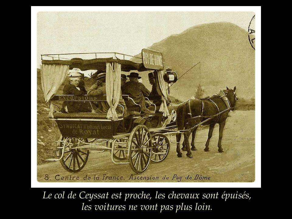 A partir de 1880, un service de voitures à chevaux, les Cars alpins, fonctionne régulièrement et conduit les voyageurs jusquau pied du Puy de Dôme.