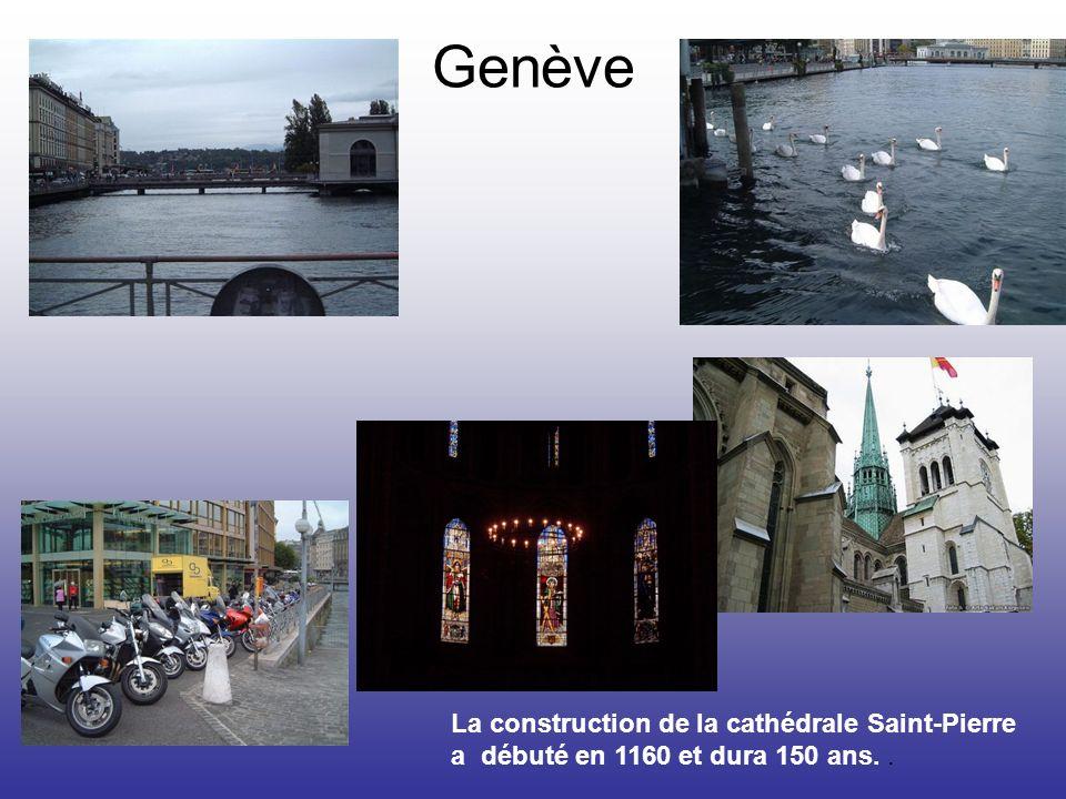La construction de la cathédrale Saint-Pierre a débuté en 1160 et dura 150 ans..