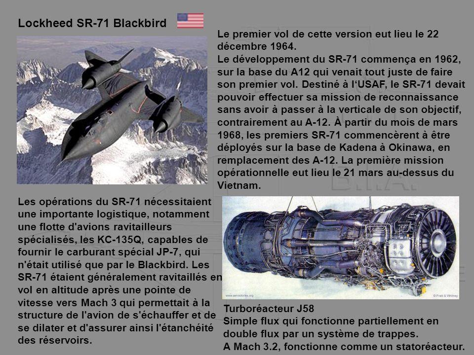 Lockheed SR-71 Blackbird Le premier vol de cette version eut lieu le 22 décembre 1964. Le développement du SR-71 commença en 1962, sur la base du A12