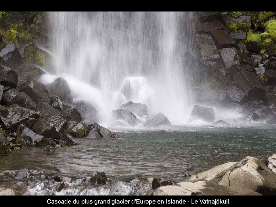 Lac Powell vu d hélico ~ Il se situe en Utah et Arizona