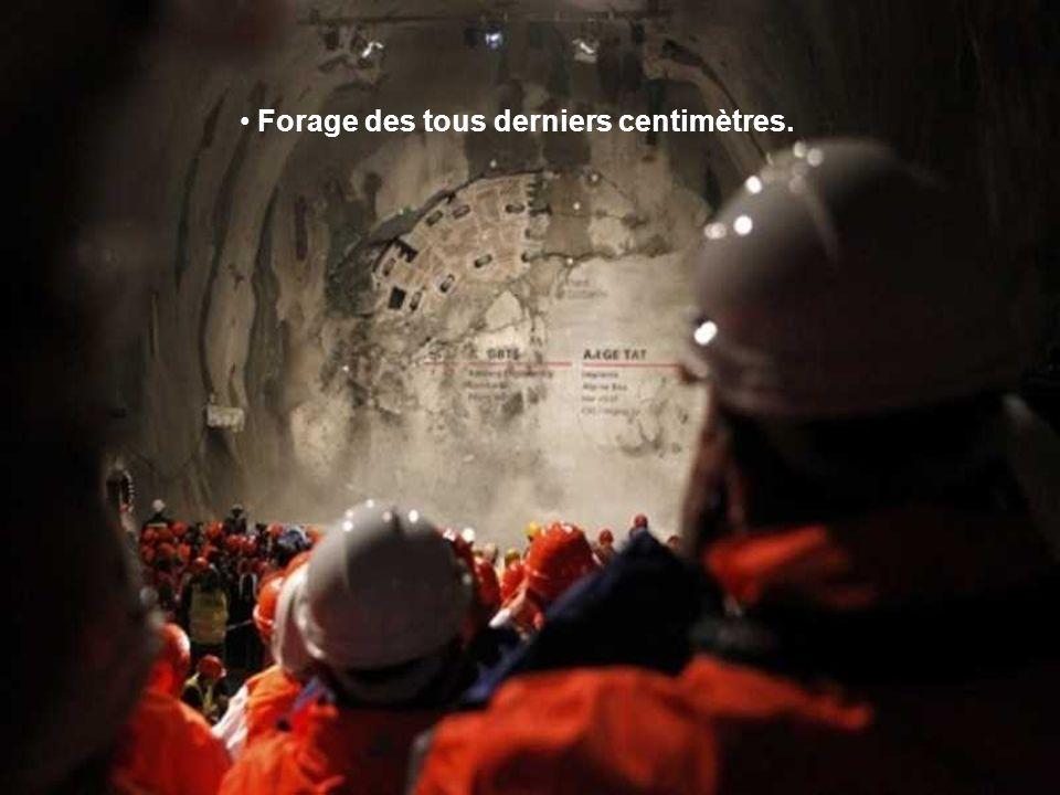 La facture des travaux se monte à près de 13 milliards de francs suisses (soit près de 10 milliards d'euros) et est entièrement assumée par la Confédé