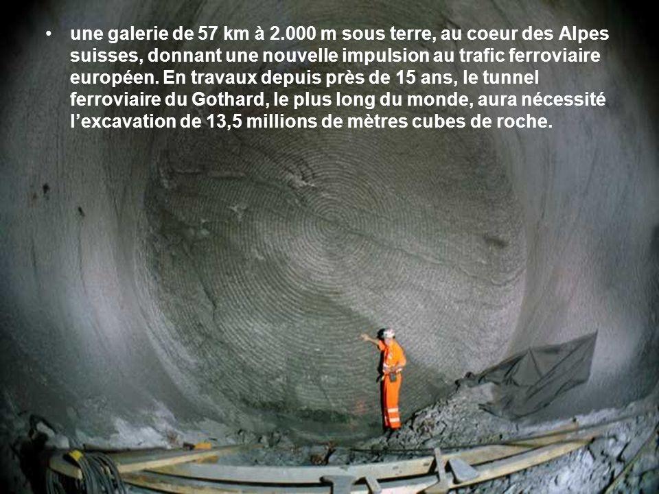 une galerie de 57 km à 2.000 m sous terre, au coeur des Alpes suisses, donnant une nouvelle impulsion au trafic ferroviaire européen.