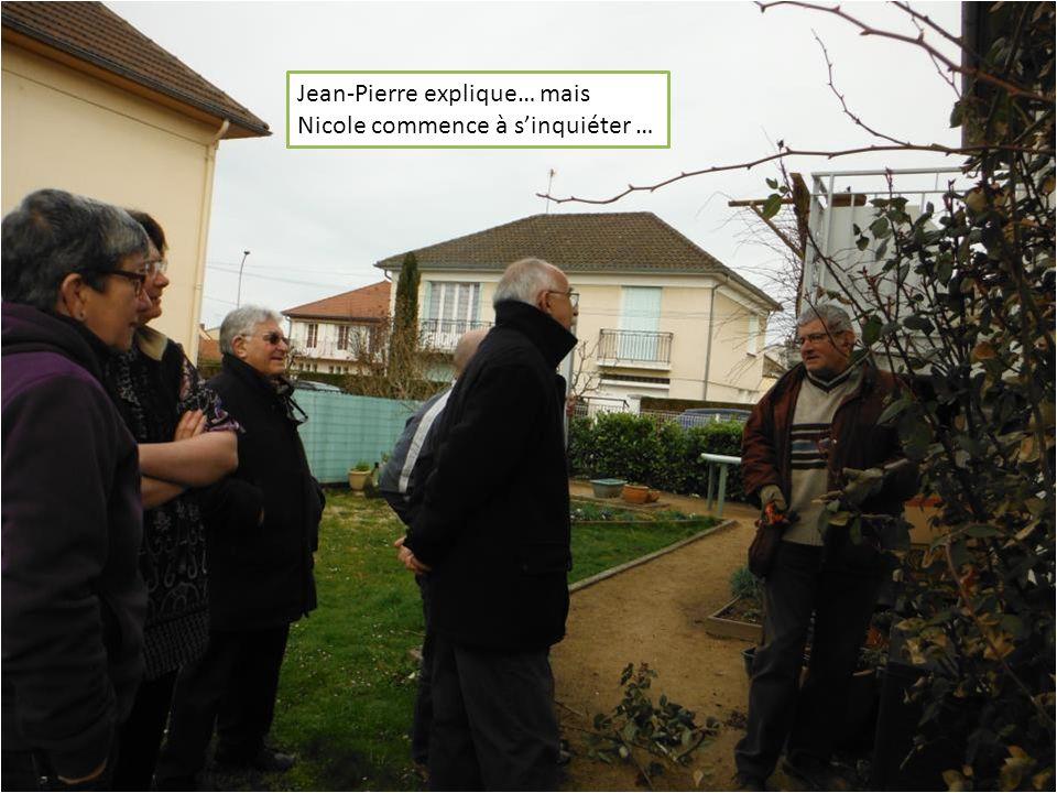 Jean-Pierre sattaque maintenant aux pieds de rosiers grimpant après la grille de lescalier…