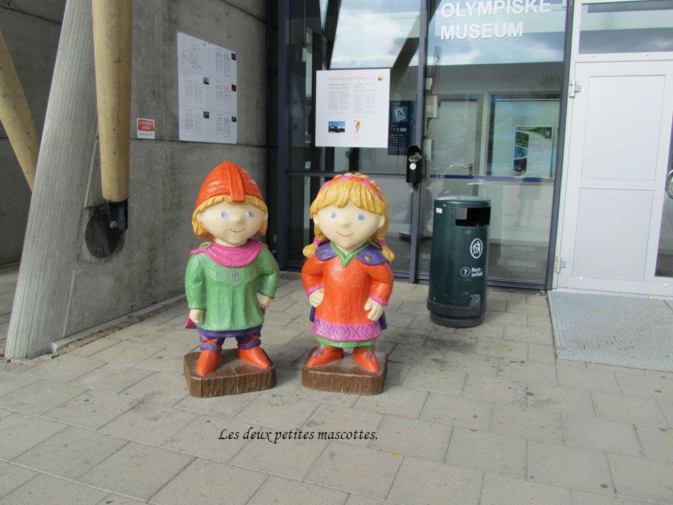 Oslo Capitale de la Norvège Blason dOslo 590000 Habitants Elle a aussi été ville olympique en hiver 1952