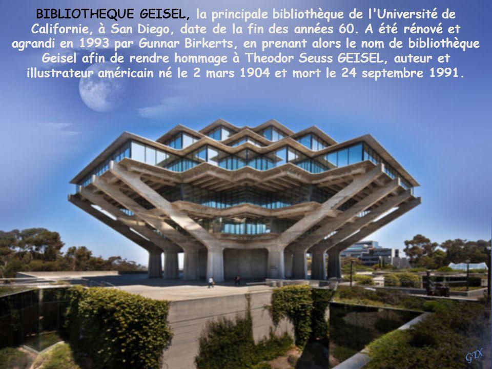LE TEMPLE BAHÁ'Í À DELHI, INDE, a été achevée en 1986. L'architecte, un iranien, Fariborz Sahha, vit maintenant au Canada. En 2002 a attiré plus de 50