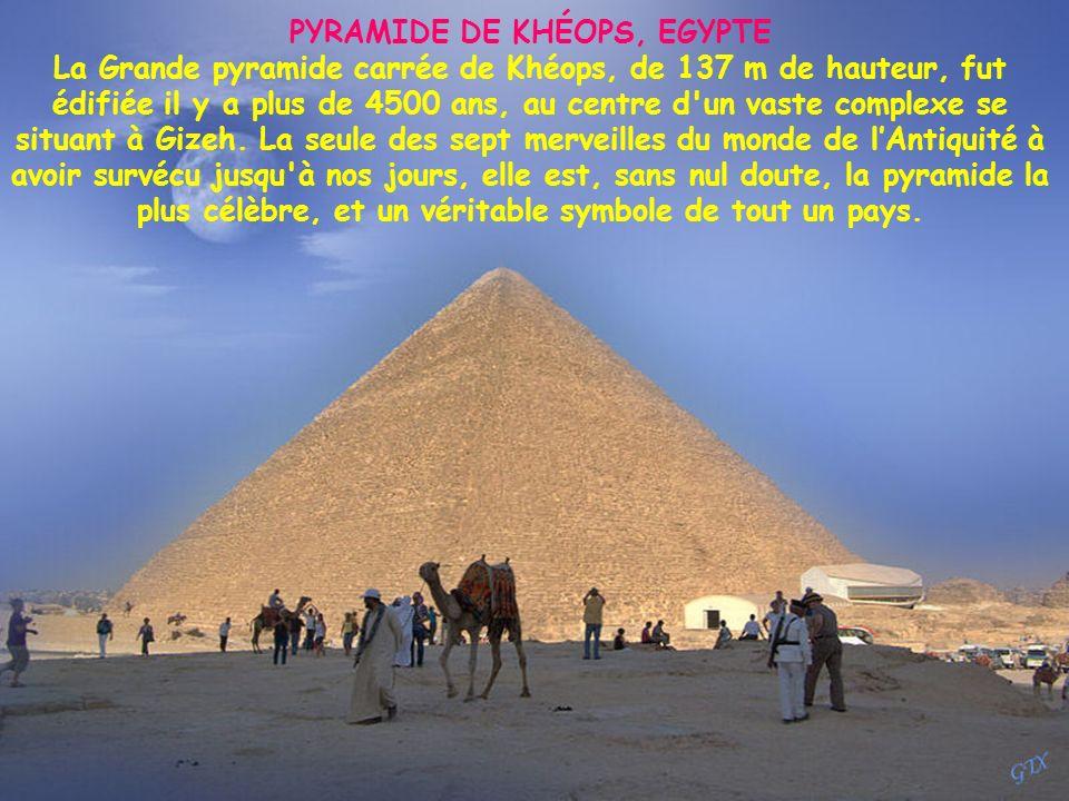 PYRAMIDE DE KHÉOPS, EGYPTE La Grande pyramide carrée de Khéops, de 137 m de hauteur, fut édifiée il y a plus de 4500 ans, au centre d un vaste complexe se situant à Gizeh.