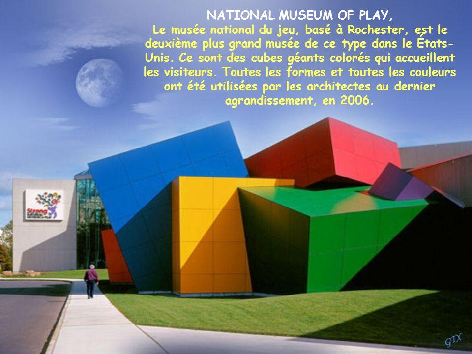 PALAIS DES ARTS VALENCE, ESPAGNE Dessiné par Santiago Calatrava, cet opéra et centre culturel ressemble à un navire échoué. Majestueuse, la constructi